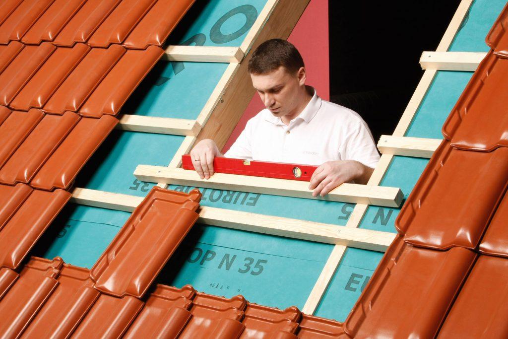 DOBRY_MONTAZ_FAKRO_okno_dachowe_pomiar otworu okiennego